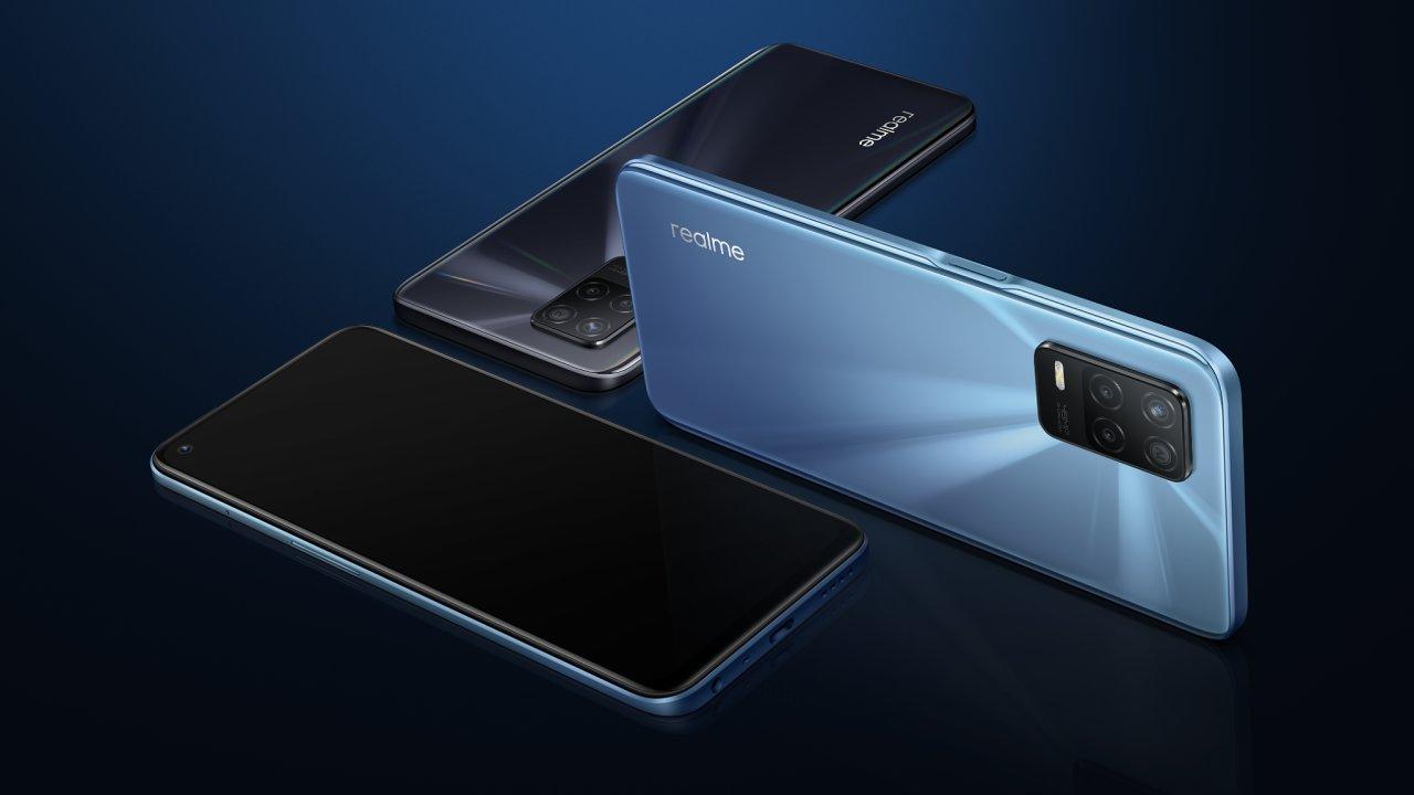 Realme 8 5G míří na trh v černé a modré verzi, láká rychlý internet za málo peněz