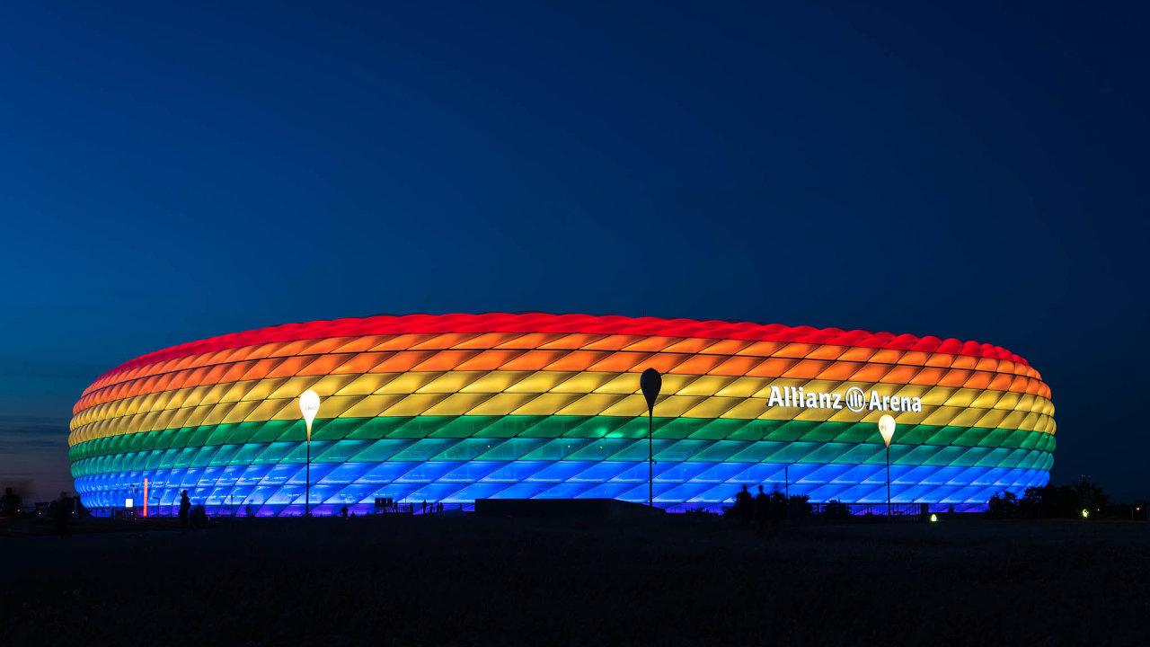 Starosta Mnichova chtěl stadion při zápase mezi Německem a Maďarskem na Euru nasvítit duhovými barvami na protest proti novému maďarskému zákonu.