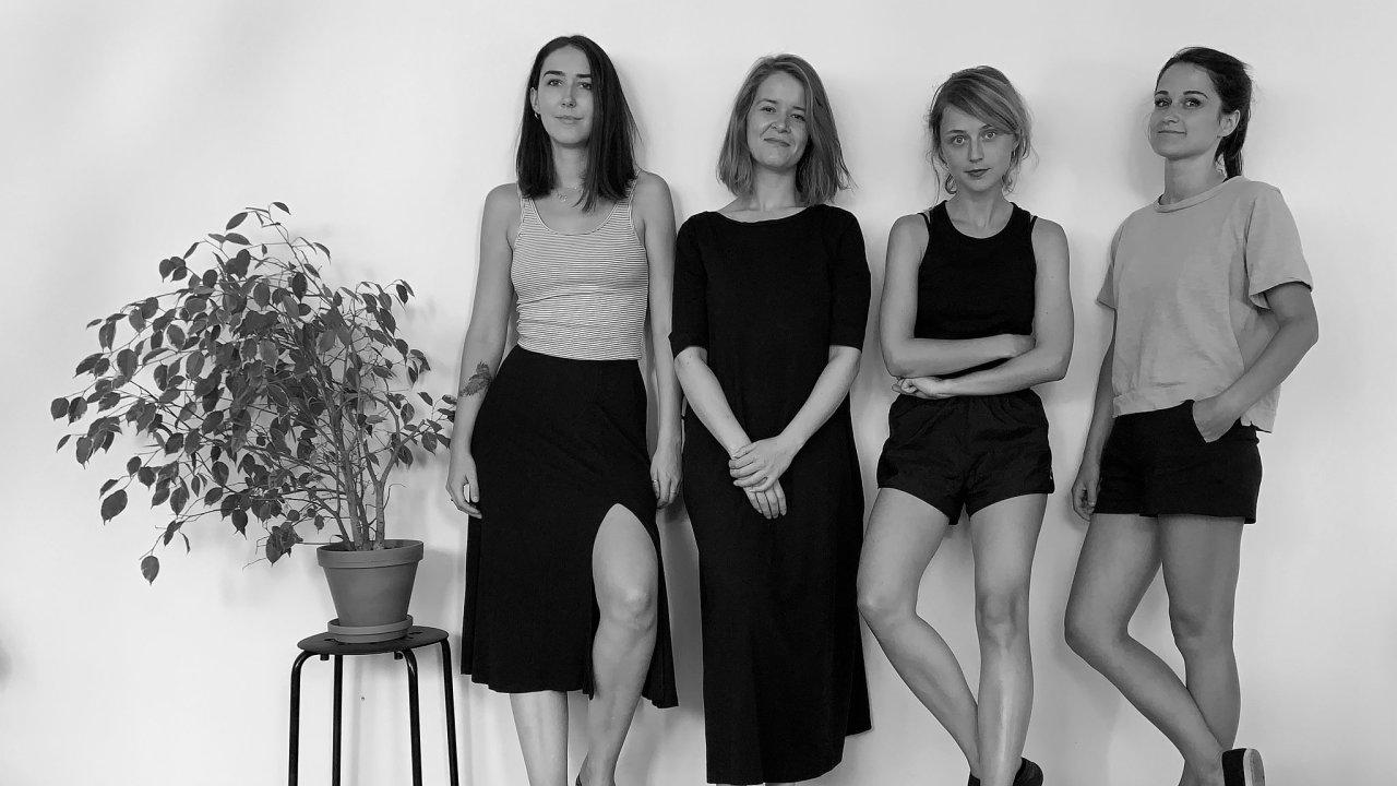 Čtyřčlenný tým designérek start-upu Ofform3D – zleva ředitelka společnosti Barbora Hašková, Kateřina Škarabelová, Martina Lhotová a Barbora Čihařová.