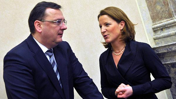 Premiér Petr Nečas s vicepremiérkou Karolínou Peake