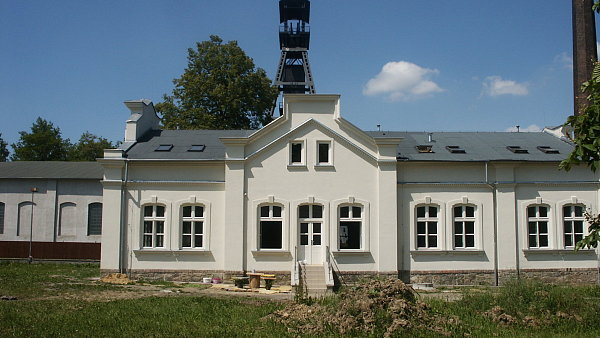 Chr�n�n� bydlen� Alexandr v Ostrav�-Kun�i�k�ch stoj� v are�lu b�val�ho hlubinn�ho dolu.