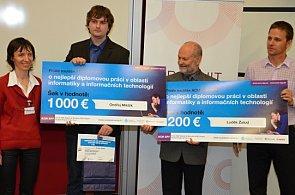 Ondřej Mikšík z VUT v Brně a Ing. Luděk Žalud, Ph.D. přebárají cenu za vítězství v ACM SPY.