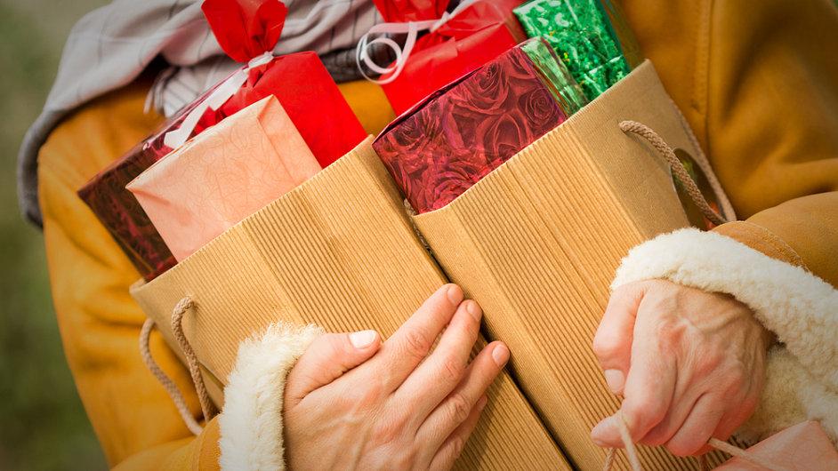 Vánoční nákupy - Ilustrační foto.