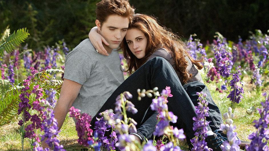Lásku Belly (Kristen Stewartová) a Edwarda (Robert Pattinson) nezpochybní ani třicet let feminismu.