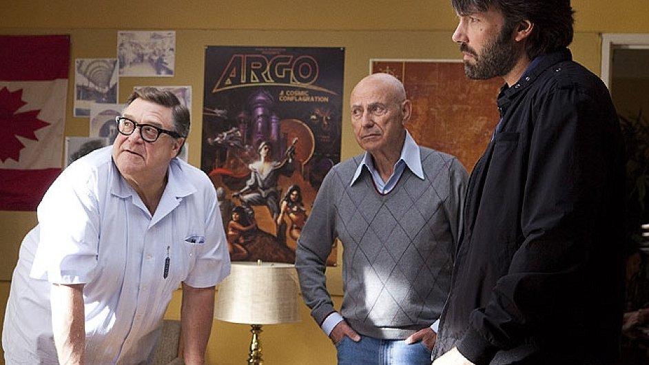 Argo spojuje drama i komedii na hraně frašky