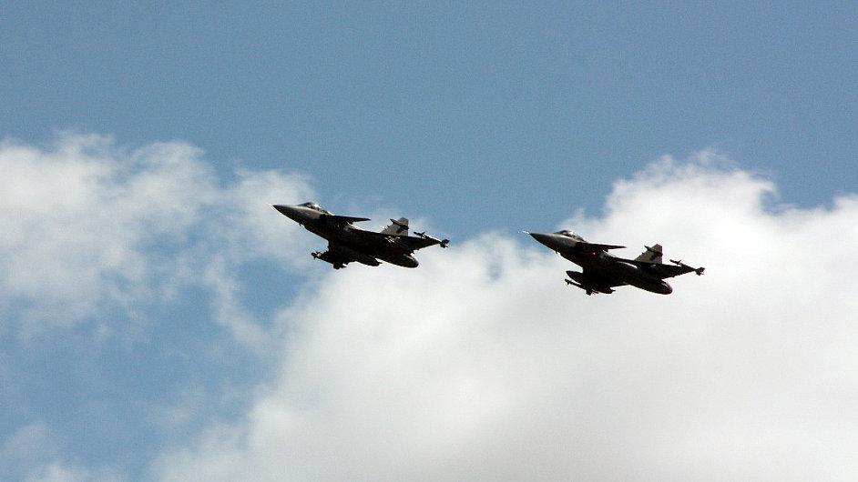 České letouny Jas-39 Gripen, jejichž posádky převzaly ochranu nebe nad Pobaltím.