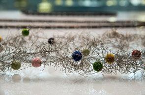 Šperk jako umělecké dílo. Ve Vídni vystavují kolekci náhrdelníků světových šperkařů