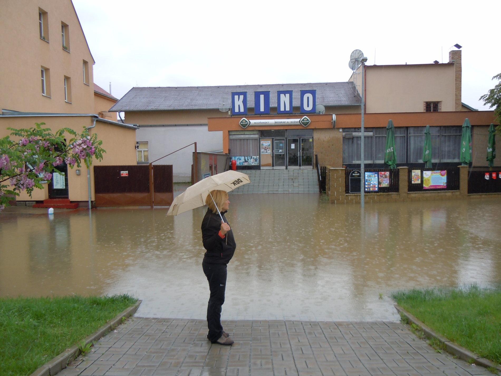 V Modřanech v Praze jsou zatopené silnice