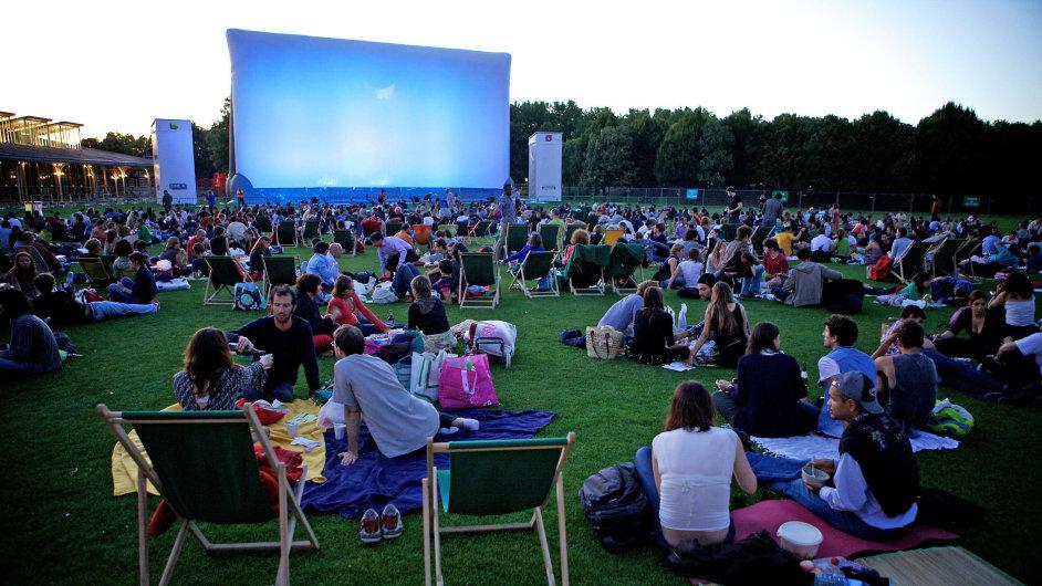 I v létě si lidé najdou cestu do kin
