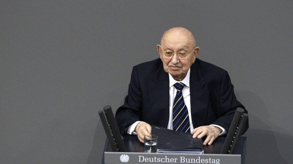 Reich-Ranickému k ceně deníku FAZ gratulovala kancléřka Merkelová.