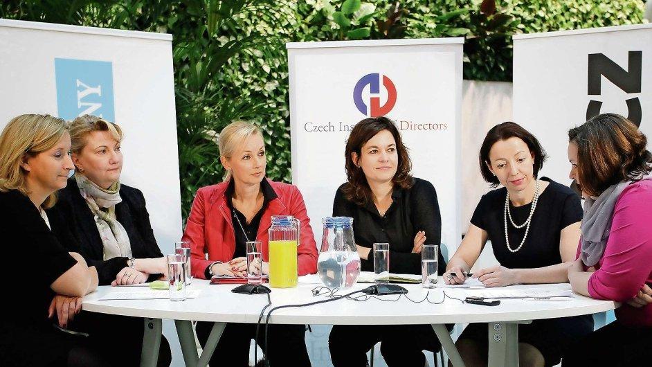 Ženy z vrcholového byznysu u kulatého stolu o rovných příležitostech v zaměstnávání