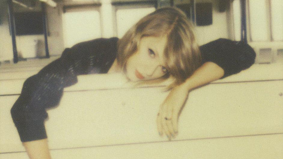 Vydání alba 1989 doplnila Taylor Swiftová polaroidovými snímky.