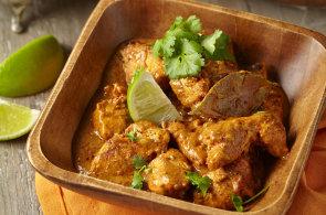 Indická kuchyně je pestrá jako sama země. A není k ní potřeba příbor