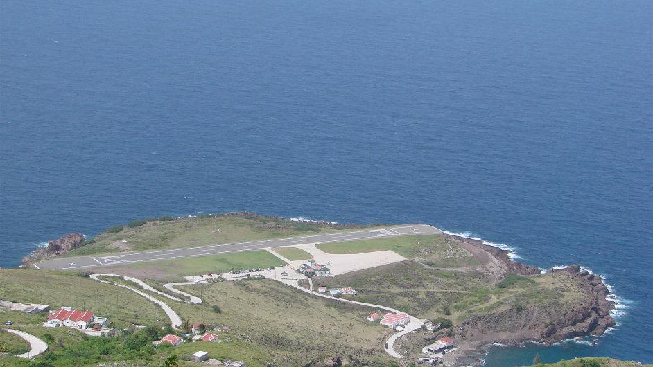 Přistává se tu na nejkratší ranveji pro komerční lety na světě.