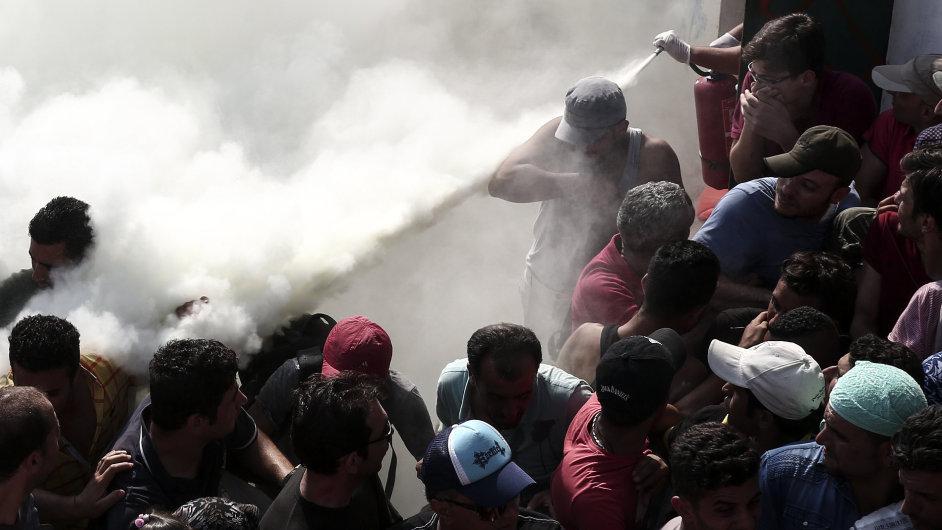 Uprchlíci na řeckém ostrově Kos se bouří kvůli pomalé registraci