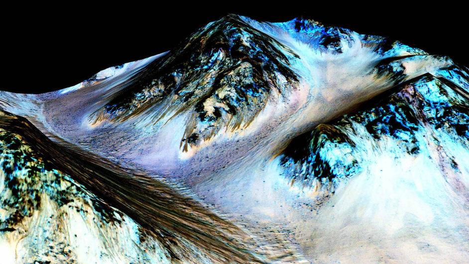 Koryta vytvořená tekoucí vodou na Marsu.