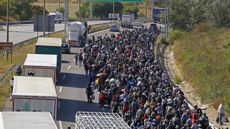 Syrští migranti směřují k turecko-řecké hranici.