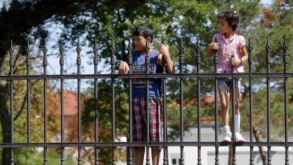 Děti žadatelů o azyl v Rakousku. Tamní kancléř v úterý kritizoval za přístup k uprchlíkům Česko a další země.