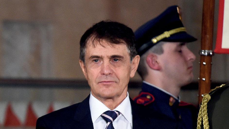 Prezident Miloš Zeman uděloval 28. října na Pražském hradě státní vyznamenání. Medaili Za zásluhy převzal podnikatel Ludvík Karl.