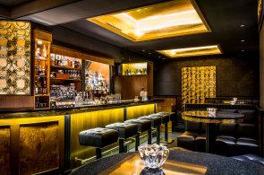 Kulinární nabídku Anděla zpestřil koktejlový bar Prolog. S atmosférou americké prohibice