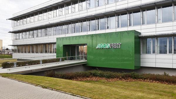 Podle ozn�men� se mana�erovi Agrofertu povedlo ve st�tn� spr�v� protla�it zm�nu, kter� firm� zajist� v�ce pen�z z evropsk�ch fond�.