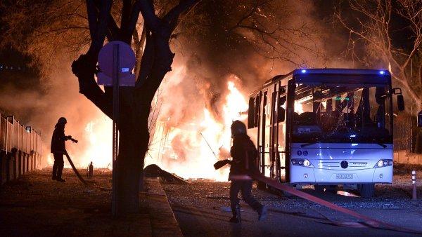 Místo exploze nedaleko tureckého parlamentu.