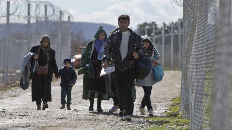 Uprchlíci na cestě k registraci - Ilustrační foto