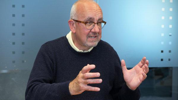 Gregory Morris je uznávaným velšským odborníkem na daně, převodní ceny, právo, obchodní etiku a lidská práva. Přednáší na University of Exeter Business School.