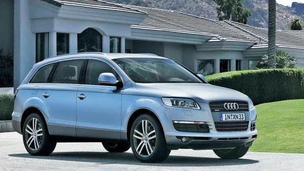 Audi Q7 nabízí i svezení pro sedm lidí.