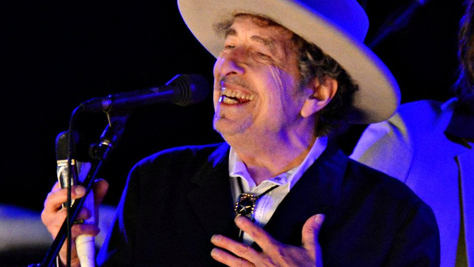 Bob Dylan na archivním snímku z koncertu v červnu 2012.