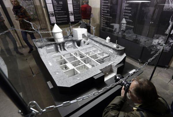 Repliku �ásti bunkru nacistického v�dce Adolfa Hitlera dnes vystavilo soukromé muzeum v Berlín�.