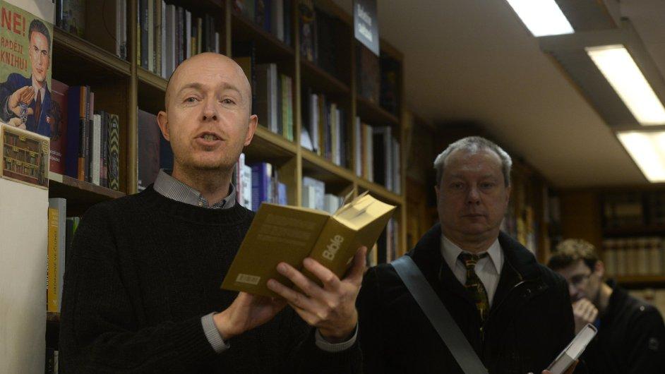 Snímek ze středeční rozlučky s pražským knihkupectvím Fišer.