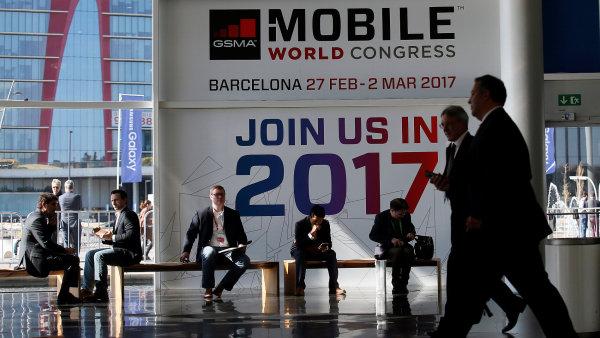 Letošní ročník veletrhu Mobile World Congress přišel o největší hvězdu.