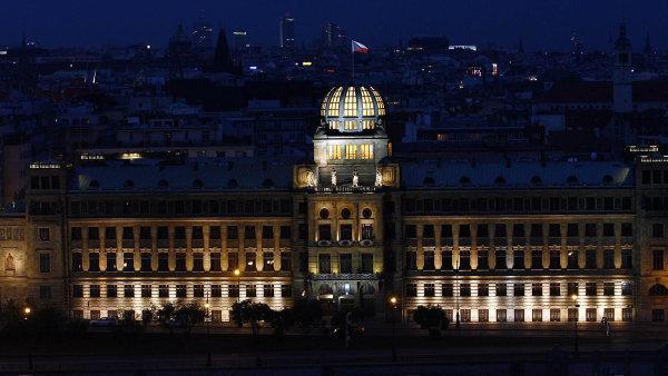Pětatřicet milionů korun odškodného zaplatí ministerstvo práce asociálních věcí zanezákonný postup Státního úřadu inspekce práce.