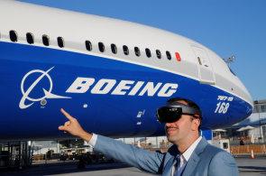 Na pařížském aerosalonu se představil vylepšený Airbus A380 i první japonské dopravní letadlo po 50 letech