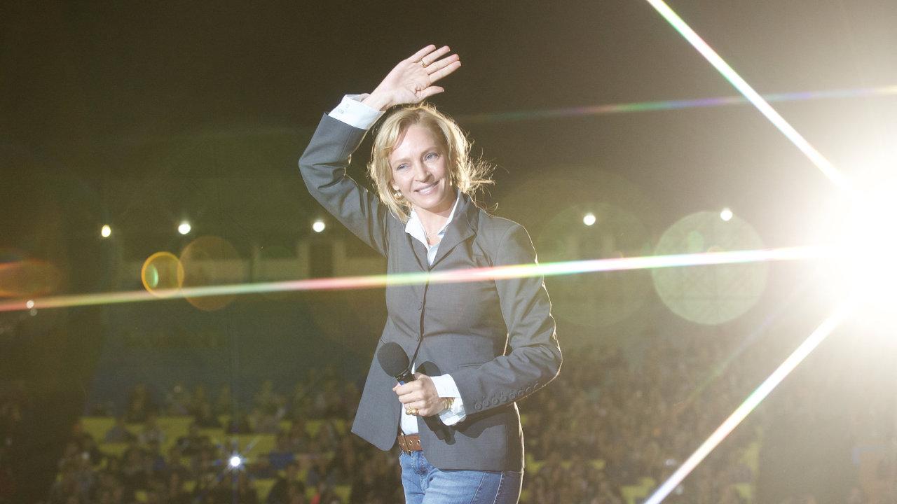 Uma Thurmanová v neděli večer navštívila letní kino v Karlových Varech.