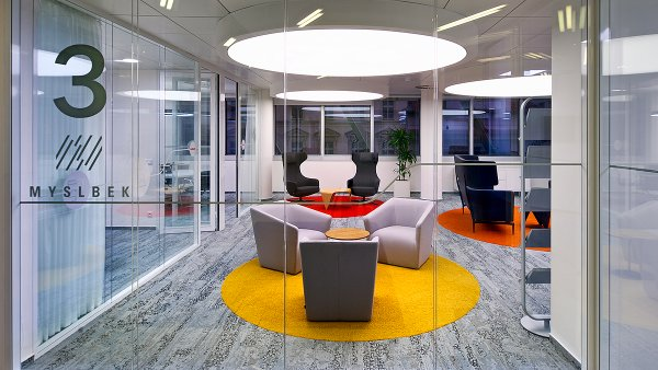 Kanceláře realitní poradenské společnosti JLL předcházejí dobu. Jsou nadčasové, inspirativní a uživatelsky přívětivé.