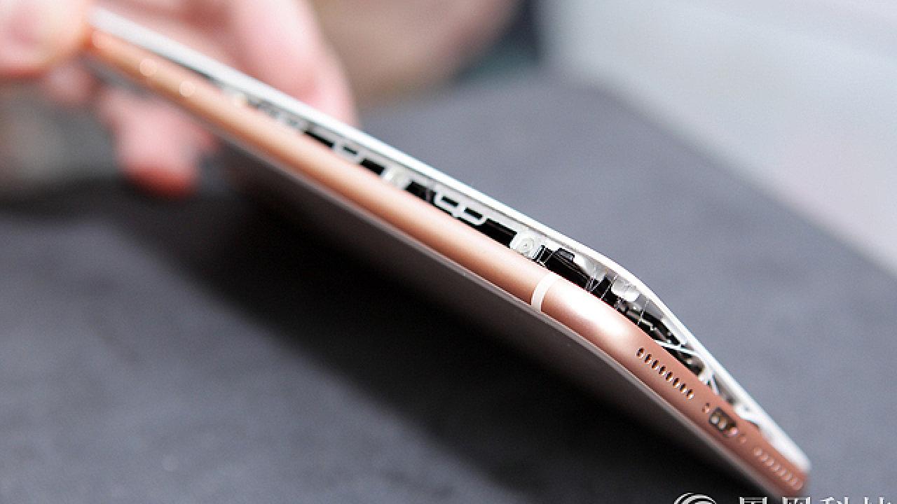 iPhone 8 Plus s vypouklou baterií