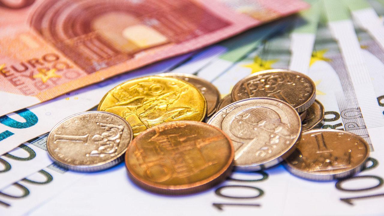 Ilustrační fotografie, peníze, euro, Koruna Česká, měna, platy, 2017