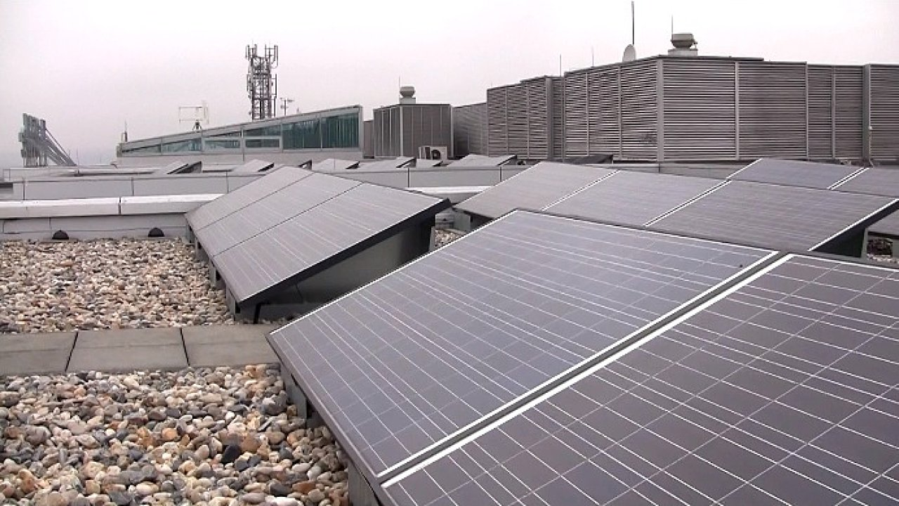 ČR nemusí platit půl miliardy Kč kvůli solární dani, rozhodla arbitráž
