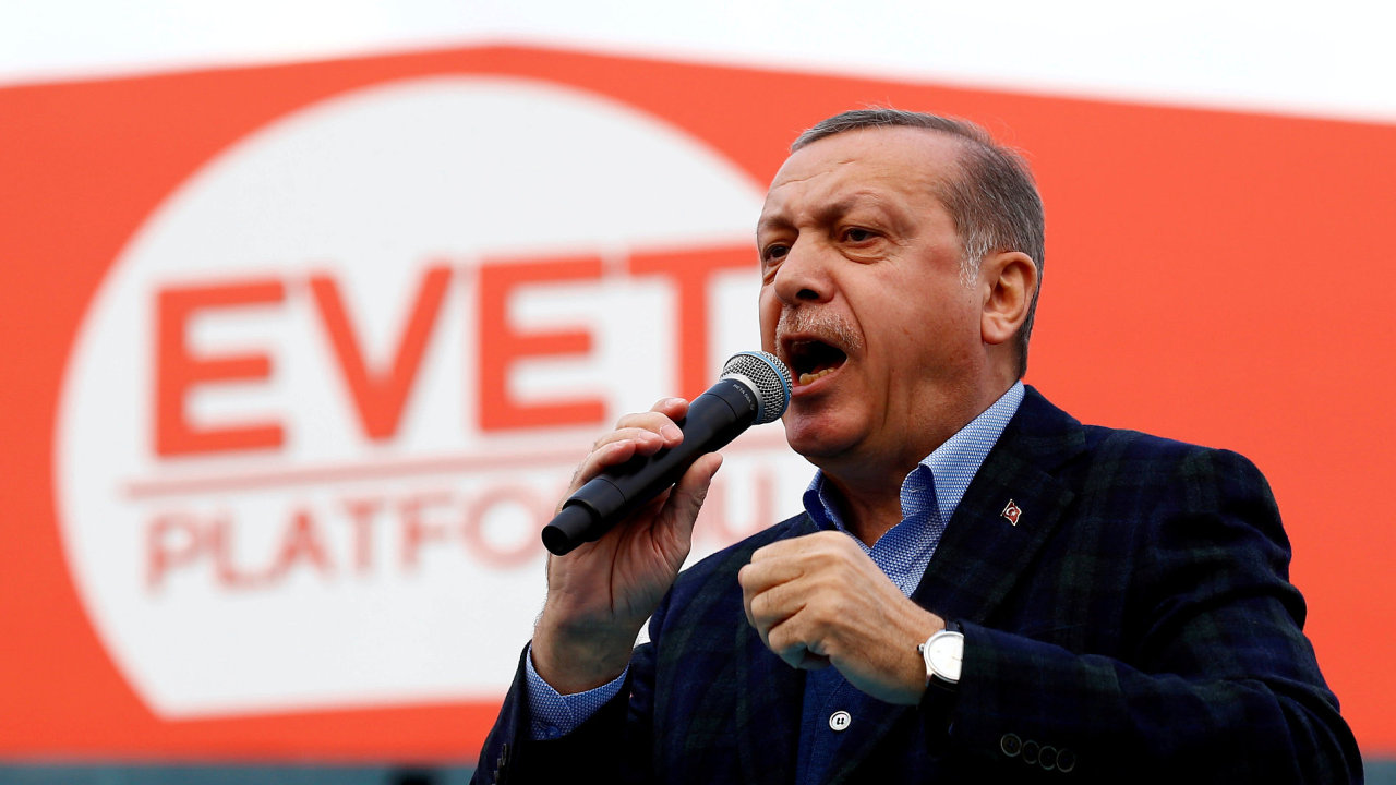 Nejvíce vězněných novinářů je v Turecku - na snímku prezident Erdogan.