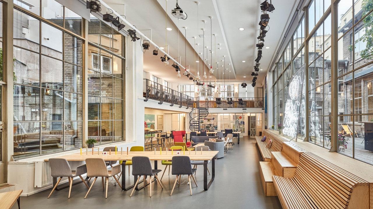 Coworkingové centrum Opero zvítězilo v soutěži Zasedačka roku v kategorii Nejatraktivnější pracovní prostředí.