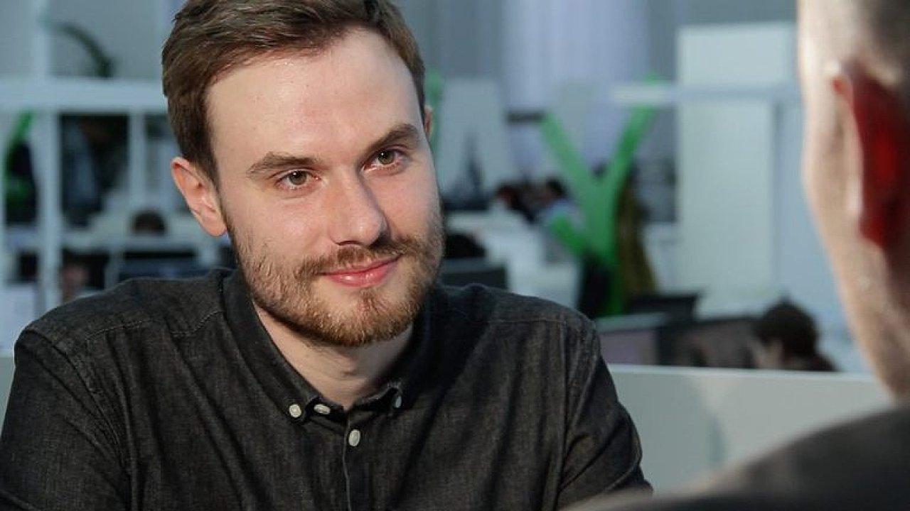Hostem DVtv byl mladý spisovatel Marek Šindelka.