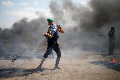 Palestinci se Jeruzaléma nechtějí vzdát. Během násilných střetů u hranice s Izraelem zemřelo 58 lidí