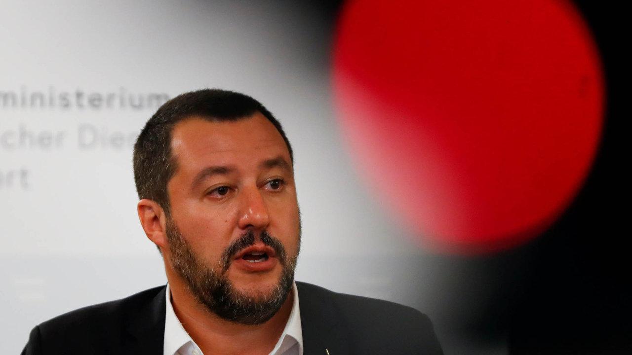Italský vicepremiér Matteo Salvini se rozhádal s rakouskými spřízněnými politiky kvůli dvojímu občanství obyvatel Tridentska-Horní Adiže neboli Jižních Tyrol.