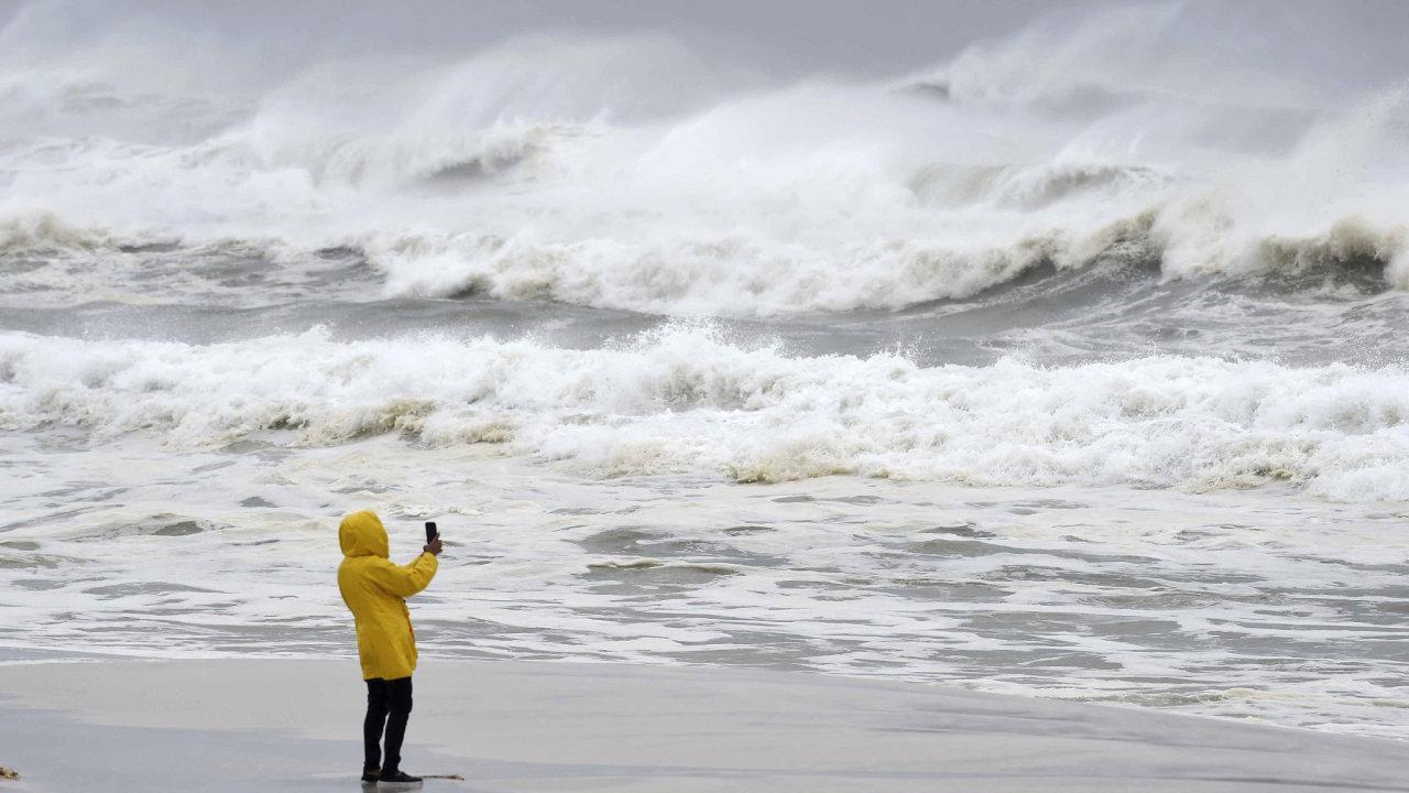 Michael díky teplé vodě v Mexickém zálivu nabral značně na síle a rychle se stal hurikánem čtvrté kategorie.
