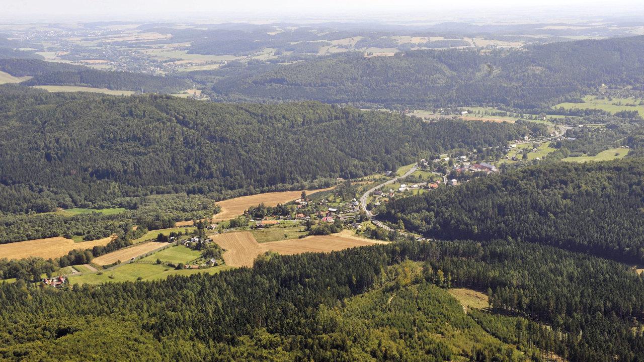 Letecká fotografie z 28. srpna.Pohled na obec Nové Heřminovy.