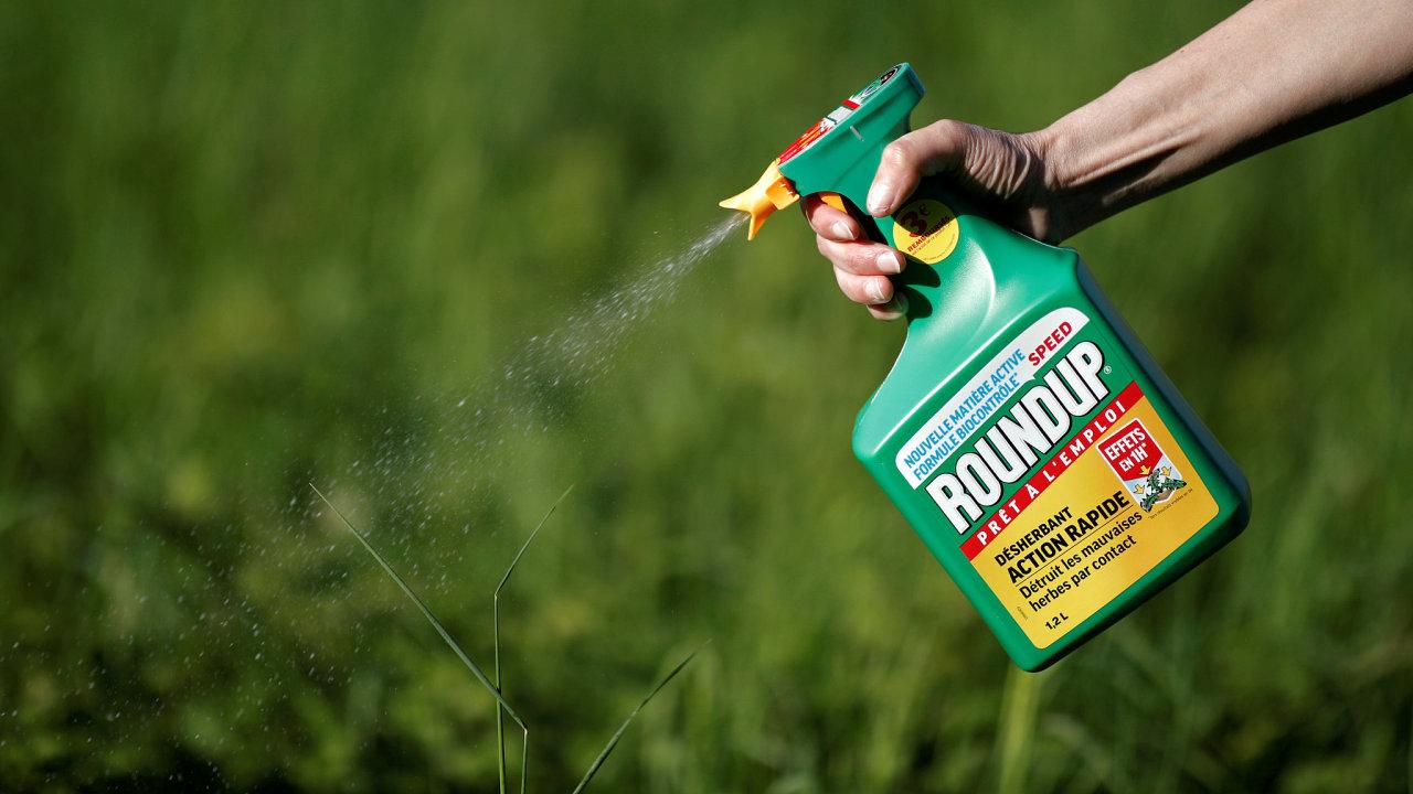 Společnost Bayer koupila Monsanto, výrobce přípravku Roundup, minulý rok za 63 miliard dolarů.