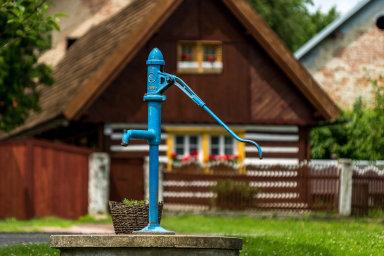 Nedostatkem vody je v Česku podle ministerstva životního prostředí ohrožena i pětina všech obcí. Kvůli vodě proto přibývá sporů mezi sousedy.