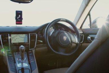 Podle studie je například pro majitele aut problematická technologie, která udržuje vůz v jízdních pruzích. Ilustrační foto.